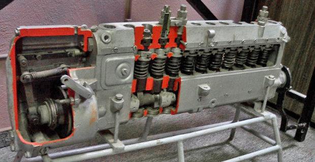 Pompă de injecţie diesel cu elemente în linie pentru un motor de 12 cilindrii